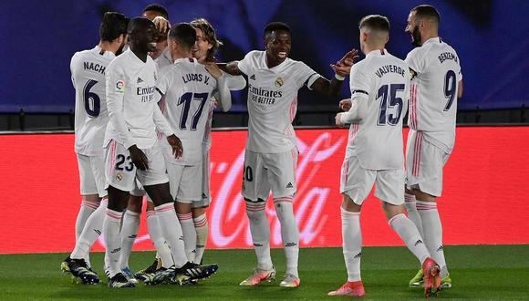 Real Madrid se quedó con la victoria ante Barcelona. Resultado que lo coloca líder de la liga de manera provisional. | Foto: AFP