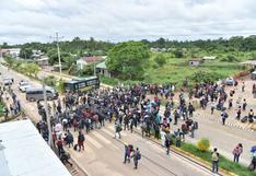 Madre de Dios: extranjeros varados en puente que une Perú y Brasil rompen cerco policial e ingresan al país [VIDEO]