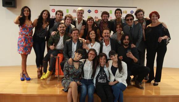 """Actores y parte del equipo de producción de """"De vuelta al barrio"""". (Foto: Juan Ponce)"""