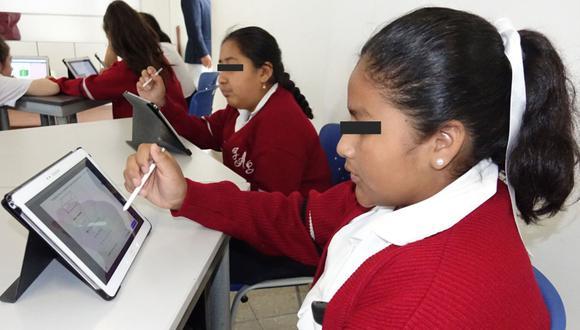 """El ministro Benavides comentó que para los estudiantes de 5° de secundaria se ha diseñado la estrategia """"Promo 2020"""", que se iniciará a mediados de octubre con el propósito de reforzar sus competencias para la culminación de su etapa escolar y la transición a la educación superior.  (Foto: Minedu)"""
