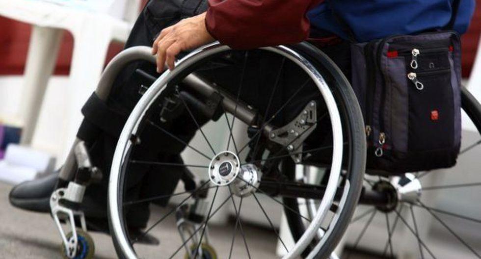 Hombre pasó 43 años en silla de ruedas por un mal diagnóstico
