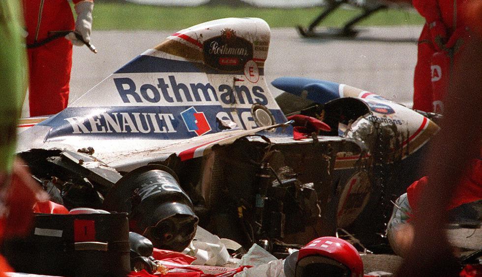 Tras el choque, Ayrton Senna, con serias heridas en el cráneo, yació inconsciente a la espera de que la carrera fuera abortada y la asistencia médica se acercara hasta el vehículo. (AFP)