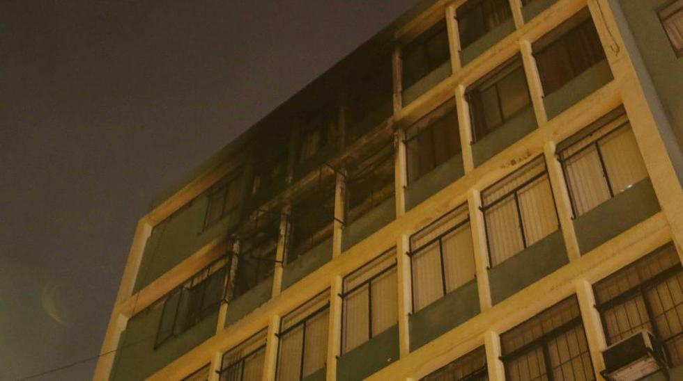 Centro de Lima: controlan incendio en edificio del Jr. Camaná  - 5