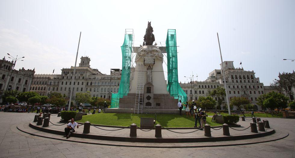 Con miras al bicentenario de la independencia del Perú, Prolima inició el año pasado la recuperación de las 91 monumentos y esculturas del centro histórico de Lima. Actualmente se viene realizando trabajos en los monumentos al Mariscal Ramón Castilla y a Antonio Raimondi (Foto: Hugo Curotto).