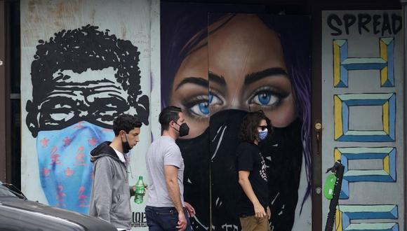 Imagen referencial. Peatones son vistos con mascarillas contra el coronavirus en el centro de Austin, Texas, el martes 9 de marzo de 2021. (AP/Eric Gay).