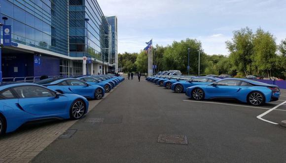 Jugadores del Leicester City no reconocen cual es su BMW i8