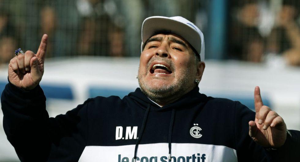 Diego Maradona fue presentado el domingo como nuevo entrenador del club argentino Gimnasia y Esgrima La Plata | Foto: AFP