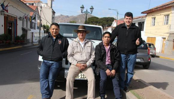 Richard Rojas junto a Vladimir Cerrón y Arturo Cárdenas.