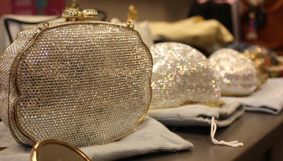 ¿Qué cosas llevan las mujeres en sus carteras?