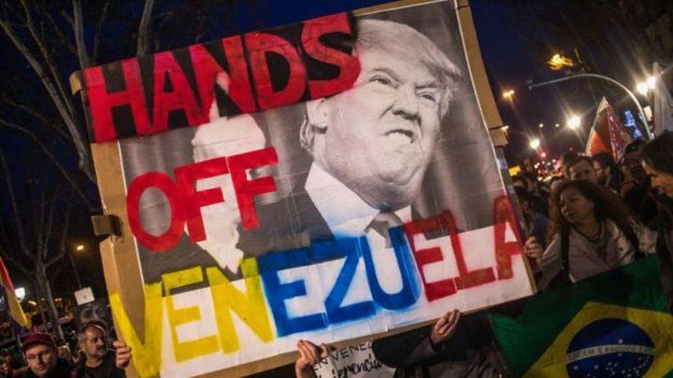 La oposición, y algunos expertos, ven en el acuerdo de Washington con Paraguay un intento de Trump de aumentar la presión sobre Venezuela. (Getty Image vía BBC Mundo)