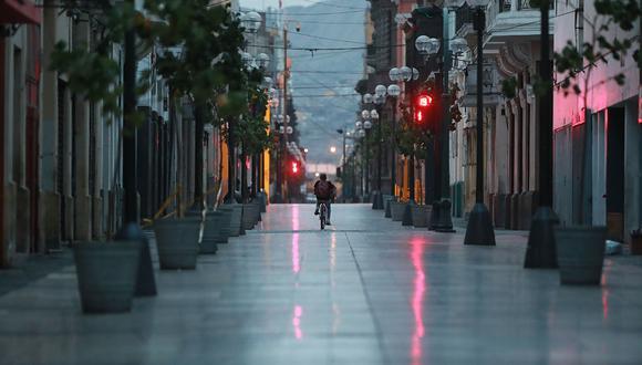 """""""Si se reuniera material para una cápsula del tiempo peruana, sugeriría guardar allí un archivo de audio con los testimonios que más nos han sobrecogido e indignado durante los últimos meses"""". (Foto: Lino Chipana / El Comercio)"""