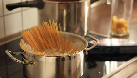 El agua en la que hervimos la pasta se puede reciclar para otros usos. (Foto: Pixabay)