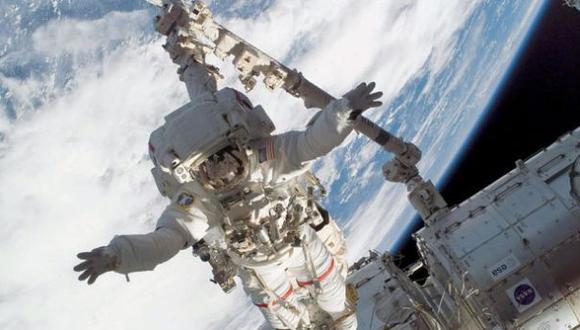 Cosmonautas rusos iniciaron caminata espacial de más 6 horas