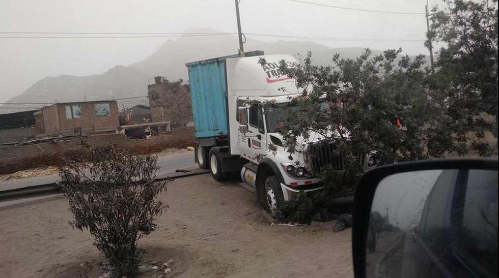 Choque de camiones en Ramiro Prialé causó congestión [FOTOS] - 5