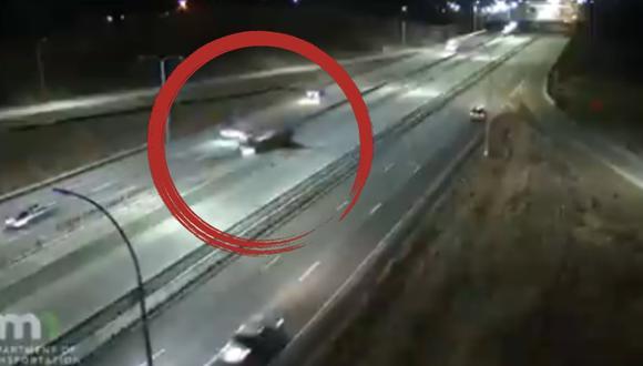 Ninguna persona resultó herida en el accidente ocurrido el miércoles en la noche en una importante autopista de Minnesota (Estados Unidos), según informaron las autoridades. (Captura de video/Twitter).