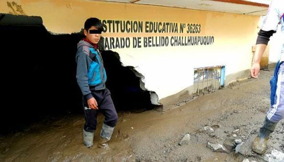 Huancavelica: huaico sepulta cinco viviendas y un colegio en Angaraes