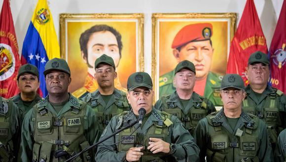 Vladimir Padrino (al centro), ministro de Defensa de Venezuela. (EFE).