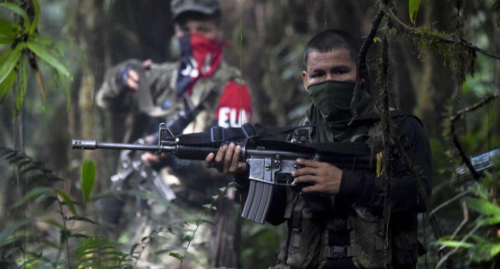 Los miembros del ELN se mueven en pequeños grupos desde que comenzaron los bombardeos y desembarcos de comandos militares. (Foto: AFP)