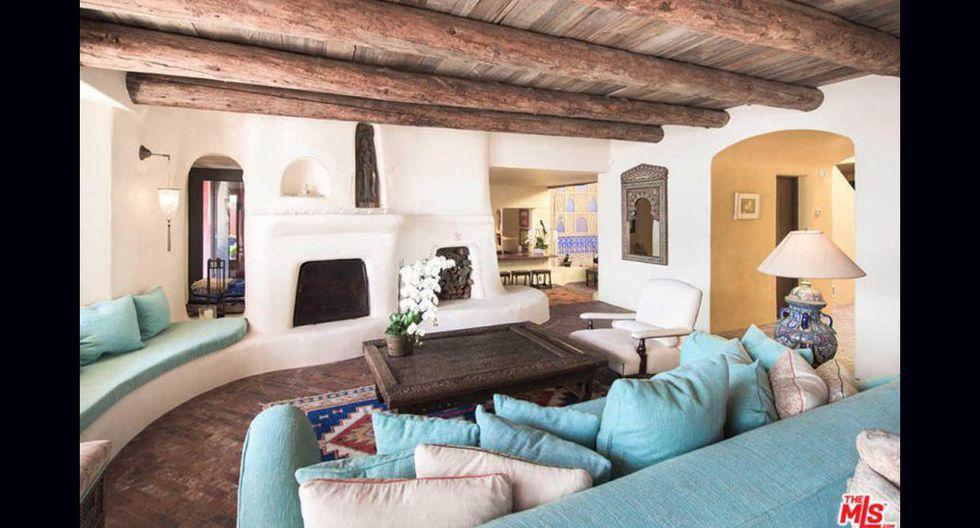 En la decoración de la casa predominan las vigas de madera, las cuales logran un contraste con las paredes blancas. (Foto: MLS / trulia.com)