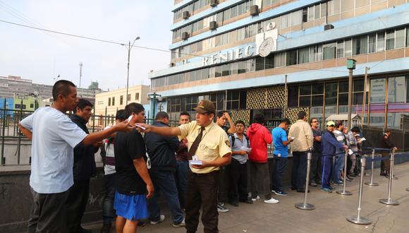 El Sindicato Nacional de Trabajadores del Reniec piden mejoras salariales. (Foto: GEC/Referencial)