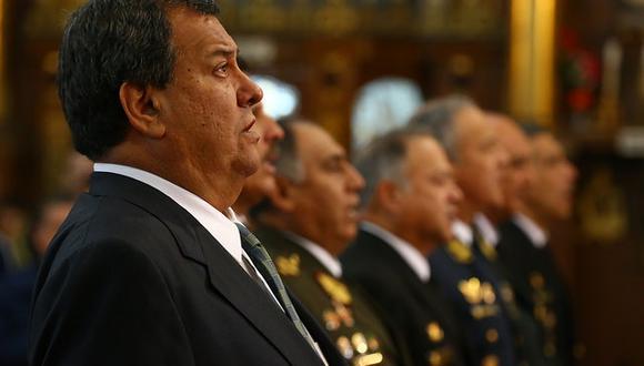 El ministro de Defensa, Jorge Nieto, asistió a la ceremonia en homenaje a los efectivos que conforman las Fuerzas Armadas. Autoridades políticas, militares y policiales también se hicieron presentes. (Fotos: Ministerio de Defensa)