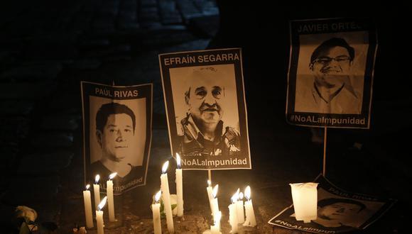 El periodista Javier Ortega, el fotógrafo Paúl Rivas y el conductor Efraín Segarra, que conformaban un equipo del diario El Comercio, desaparecieron el 25 de marzo en la frontera entre Ecuador y Colombia. (AFP)