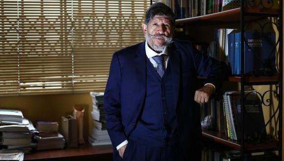 Carlos Ramos Núñez falleció la madrugada del martes. Su legado incluye decenas de publicaciones y una larga trayectoria académica. (Foto: Alessandro Currarino/El Comercio)