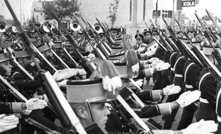 La marcialidad y rectitud castrense de los años 50 y 60 presentada en fotos en blanco y negro. Esta imagen corresponde a la Gran Parada Militar de 1967. (Foto: Archivo Histórico El Comercio).