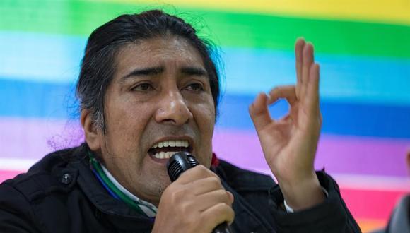 """El dirigente del movimiento político indígena ecuatoriano Pachakutik, Yaku Pérez, ofrece una rueda de prensa donde asegura que las elecciones del 7 de febrero fueron """"una caricatura de transparencia electoral"""" y que no cejará en su empeño de que se recuenten los votos. (EFE/José Jácome)."""