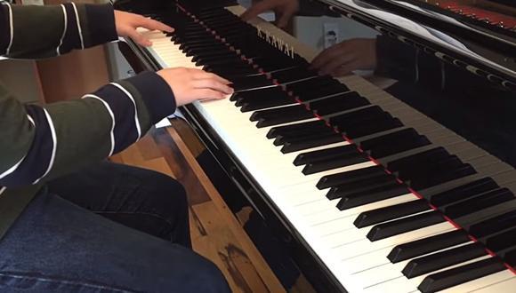 """Tilda de """"mediocre"""" la interpretación de un pianista, le dicen que suba su propia versión y sorprende al demostrar su talento. (Foto: Fanchen / YouTube)"""
