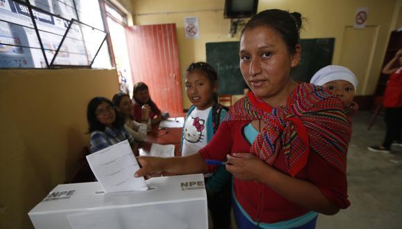 Debido a la emergencia sanitaria por el coronavirus el aforo de los centros de votación se ha reducido a menos de la mitad y el número de locales se ha cuadruplicado. Foto: Archivo de GEC/ PERCY RAMIREZ