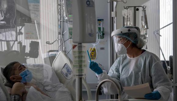 Un paciente de coronavirus atendido en el hospital El Tunal de Bogotá, Colombia. (Foto: AFP)