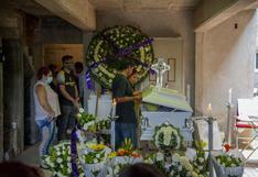 """""""No te vayas, hijo"""", el último adiós a víctimas del accidente en el Metro en México"""