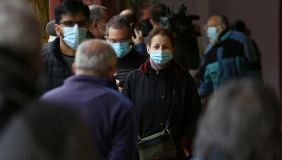 """En Chile se empieza a vivir una suerte de """"normalidad"""" ante el avance de la vacunación en todo el país. Por ello se ha retrasado aún más el toque de queda. (Foto de archivo: EFE/ Elvis González)"""