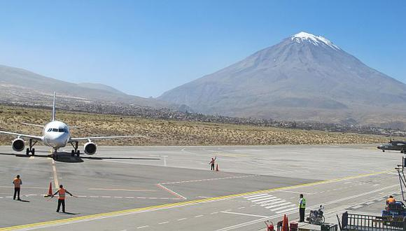 Arequipa: aeropuerto Rodríguez Ballón opera sin licencia