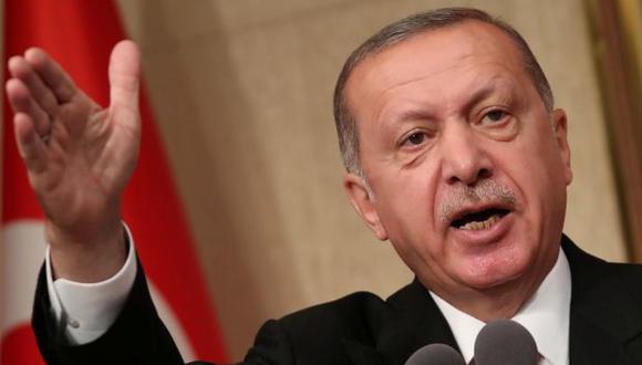 """El presidente Tayyip Erdogan acusó el 13 de agosto a los EE.UU. de intentar apuñalar a Turquía """"en la espalda"""" por una disputa diplomática provocada por la detención de un pastor estadounidense que ha puesto a la lira en picada. (Foto: Reuters)"""