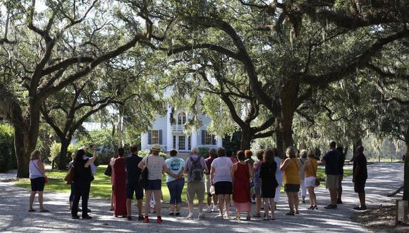 Las plantaciones de la ciudad de Charleston, Carolina del Sur, atraen e numerosos turistas. (Foto: BBC Mundo)