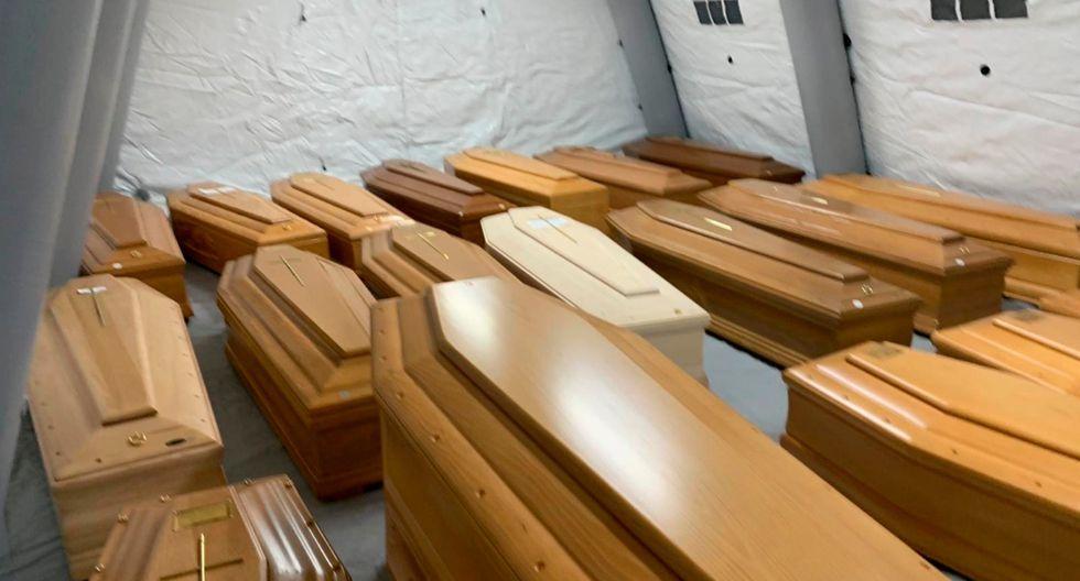 El camposanto ya no puede gestionar la emergencia y la espera para las cremaciones supera ya la semana. (EFE).