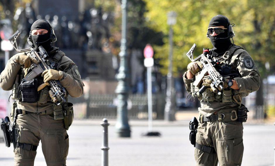 El enojo de los berlineses y turistas ante tamaño despliegue se ve acompañado del ruido de sirenas. (Foto: AFP)