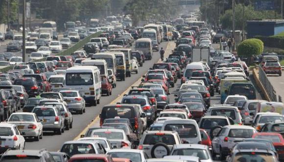 Universitarios crean algoritmo para acabar con tráfico en Lima