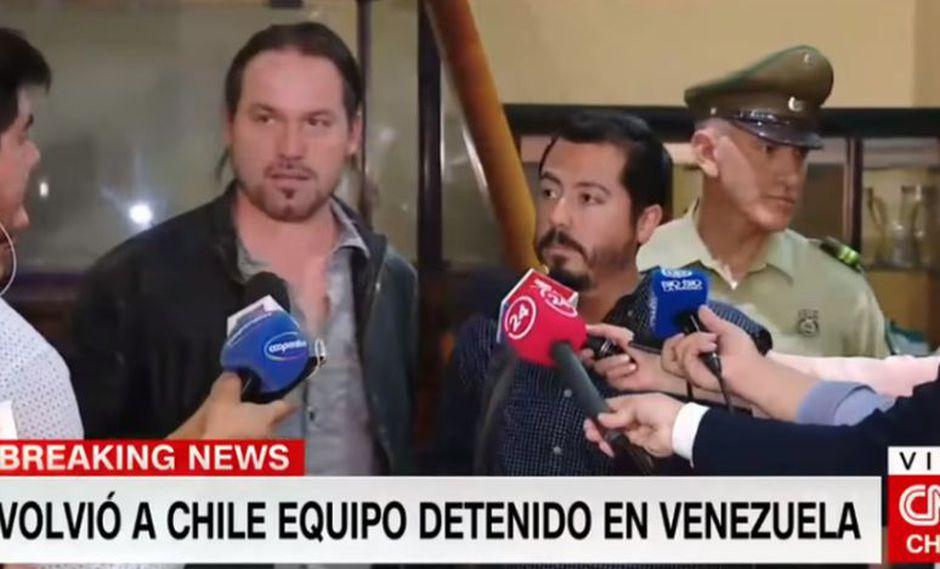Según TVN, el periodista Rodrigo Pérez y el camarógrafo Gonzalo Barahona fueron detenidos en las cercanías del palacio presidencial de Miraflores. (Foto: Captura TV)