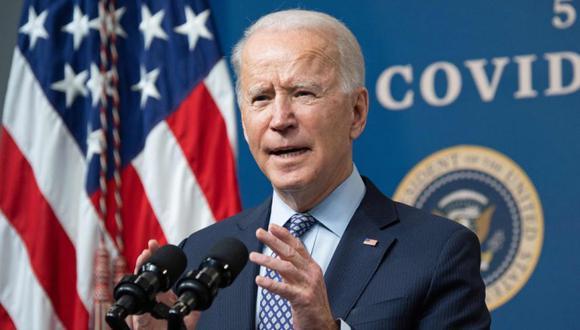 El presidente de Estados Unidos, Joe Biden, habla sobre los 50 millones de dosis de la vacuna Covid-19 administrada en los EE.UU. durante un evento que conmemora el hito en el edificio de oficinas ejecutivas de Eisenhower en Washington, DC. (Foto: AFP / SAUL LOEB).
