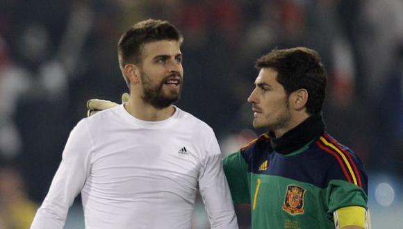 Iker Casillas y Gerard Pique bromearon en Twitter. (Foto: AP)