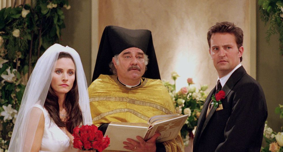 """Courteney Cox y Mathew Perry en una escena de """"Friends""""."""