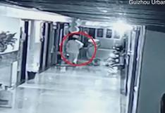 China: falsa enfermera es capturada tras llevarse del hospital a una bebé recién nacida | Video