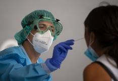 Investigadores británicos planean infectar a voluntarios con coronavirus para acelerar desarrollo de la vacuna