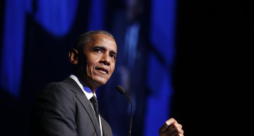 En esta foto de archivo del 12 de diciembre de 2018, el ex presidente Barack Obama acepta el Premio Ripple of Hope de Derechos Humanos Robert F. Kennedy en una ceremonia en Nueva York. (AP Photo/Jason DeCrow, File)