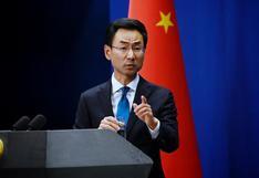 """China dice que EE.UU. cometió un """"error"""" al expulsar a diplomáticos chinos y niega espionaje"""