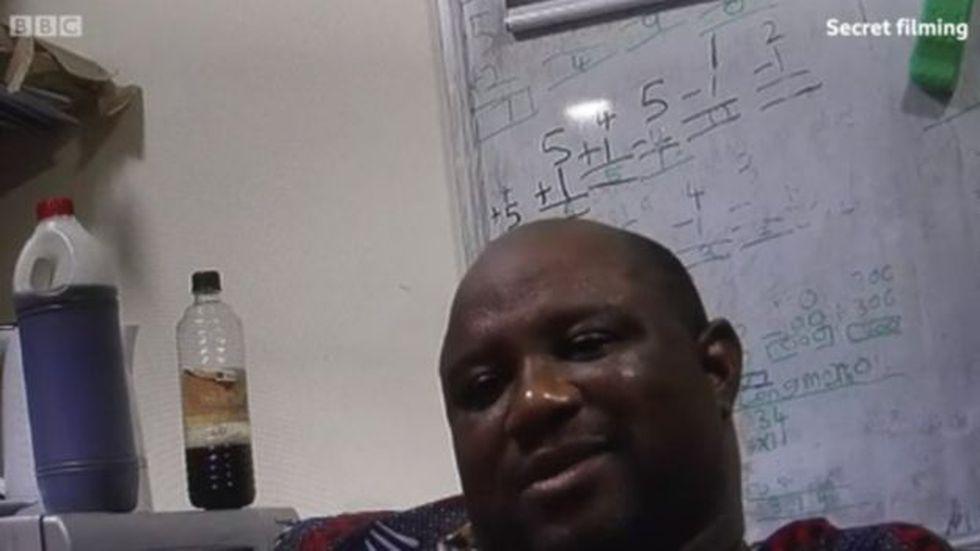 Las cámaras de la BBC registraron el comportamiento abusivo de Boniface Igbeneghu.