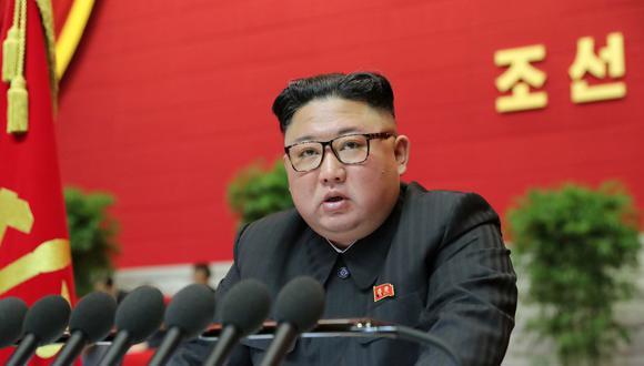 El líder norcoreano, Kim Jong-un, habla durante el 8° Congreso del Partido de los Trabajadores en Pyongyang, Corea del Norte, en esta foto proporcionada por la Agencia Central de Noticias de Corea del Norte (KCNA) el 9 de enero de 2021. (Foto: KCNA/via REUTERS).